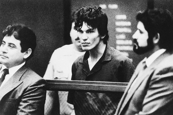Richard Ramirez with lawyers in October 1985. (AP Photo)